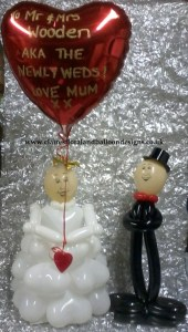 Tabletop bride and groom balloons