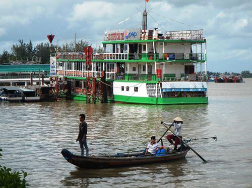 Claironyva-Vietnam-CanTho-bateau-restaurant-et-barque
