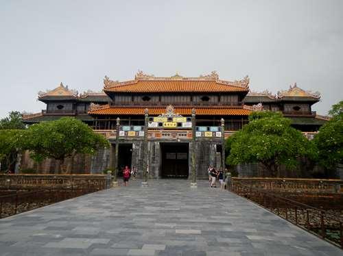 Claironyva Vientam Hue Porte Ngo Mon vue de l'intérieur de la cité impériale