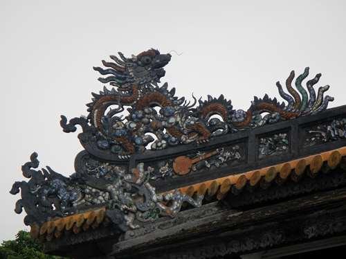 Détail sculpté de la Porte Ngo Mon