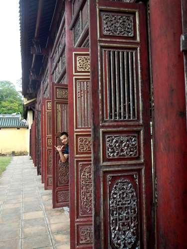 Volets ouvragés du Palais Thai Hoa