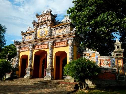 Claironyva Vientam Hue Porte de la résidence de Dien Tho