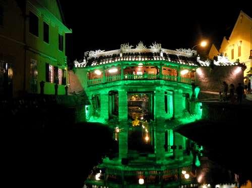 Vietnam Claironyva Le pont japonais à Hoi An