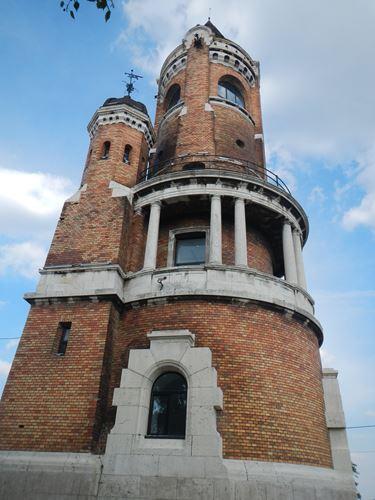 Claironyva Belgrade quartier Zemun Tour du Millénaire