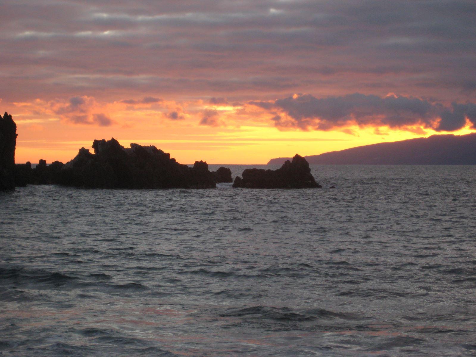 Tenerife Playa la Arena, coucher de soleil sur la Gomera Claironyva