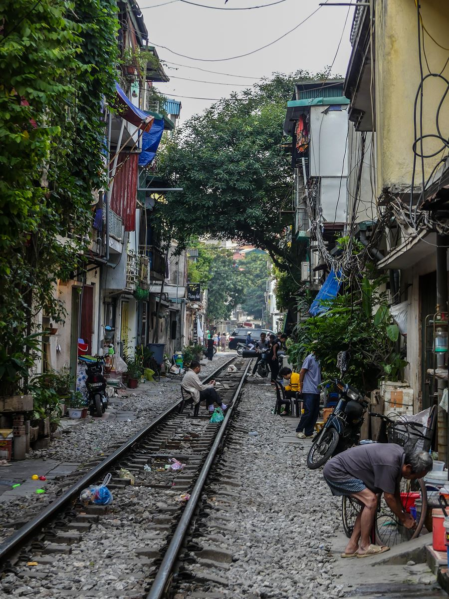 Claironyva Vietnam Hanoi Chemin de fer Vie sur les rails