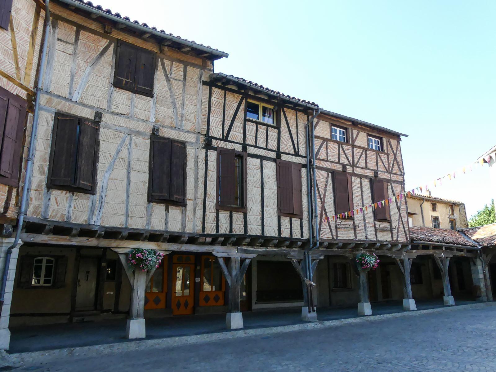 Joli village de Lautrec -Tarn