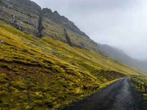 Route des Iles Feroe : en voiture on peut s'arrêter n'importe quand !