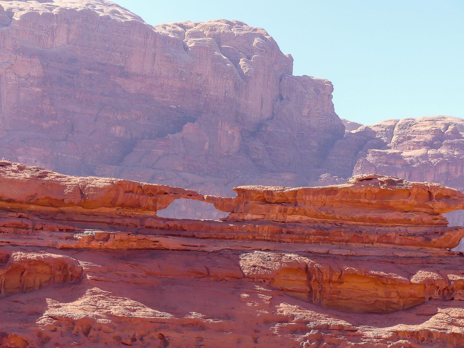 Wadi Rum - Arrêt 4 - petite arche de loin