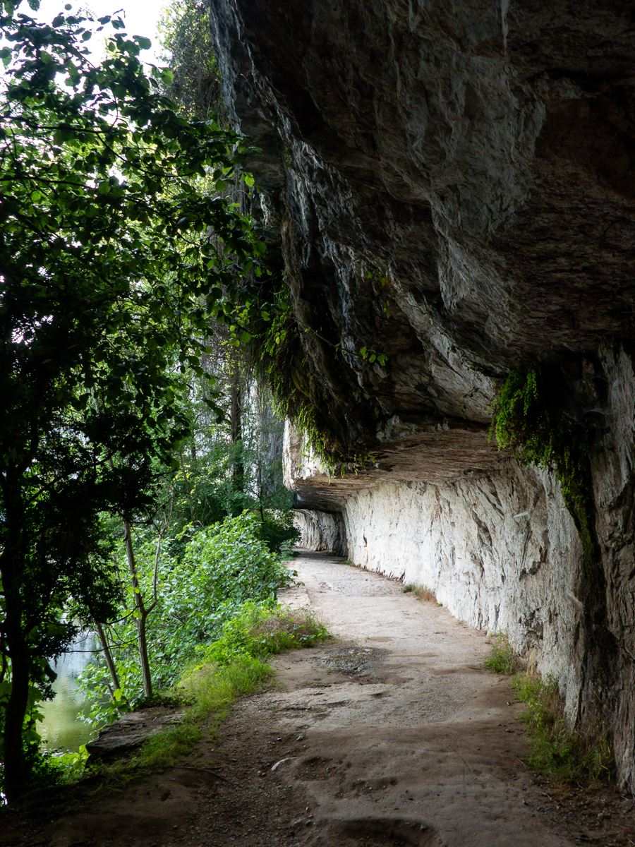 Chemin de halage entre Bouzies et Saint Cirq Lapopie