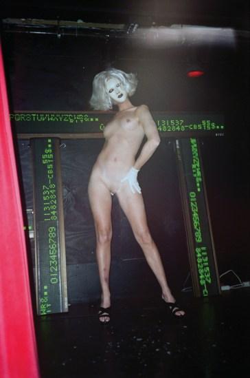 Les Simpson/Linda Simpson, Performing at Mother Nightclub