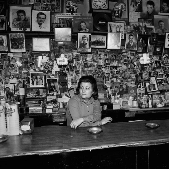 Henry Horenstein, Wanda Behind the Bar