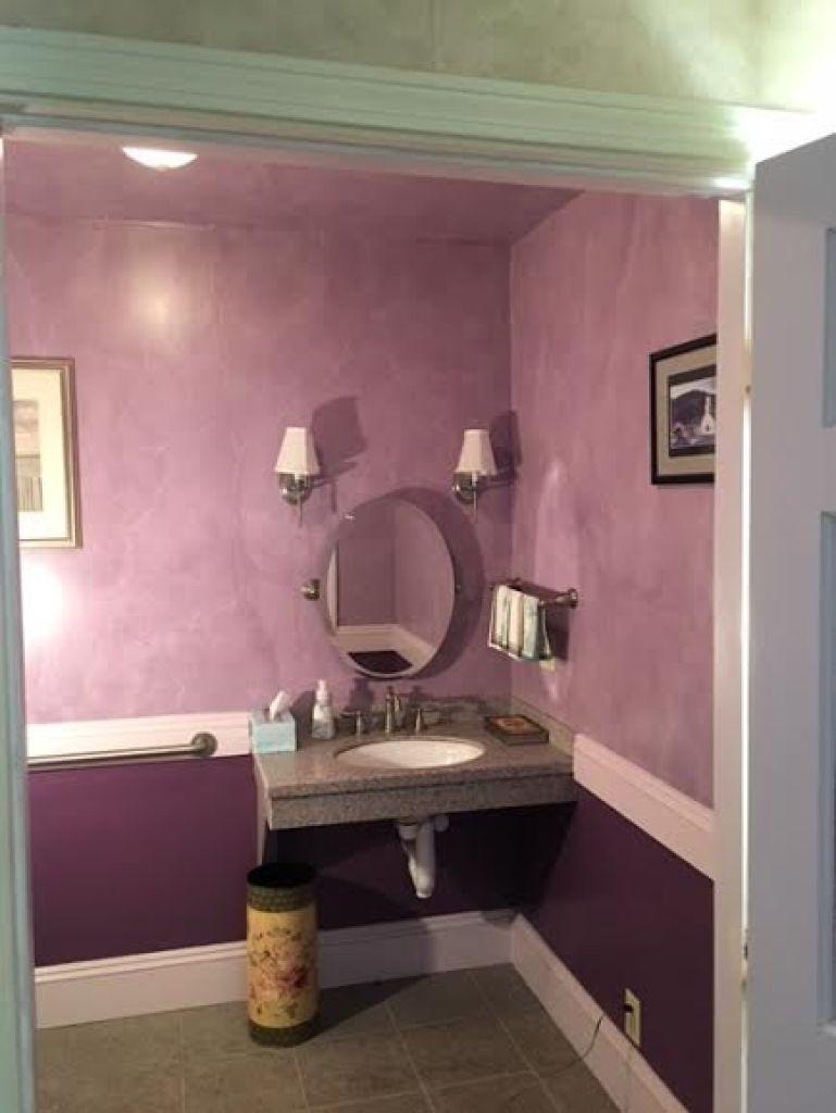 handicap-bathroom