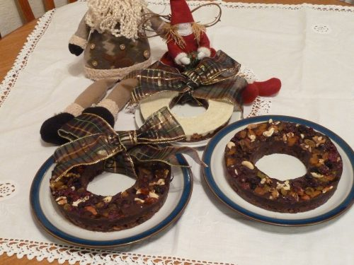 No bake Festive chocolate tiffin wreath