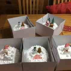Cakes with Fondant cake toppers