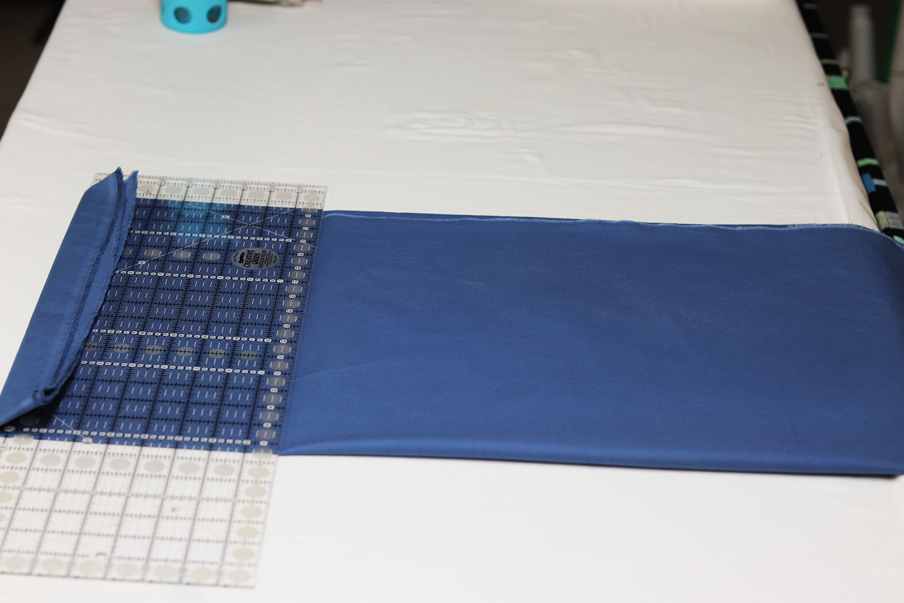 Organize your creative space and learn to fold your fabrics easily with a ruler