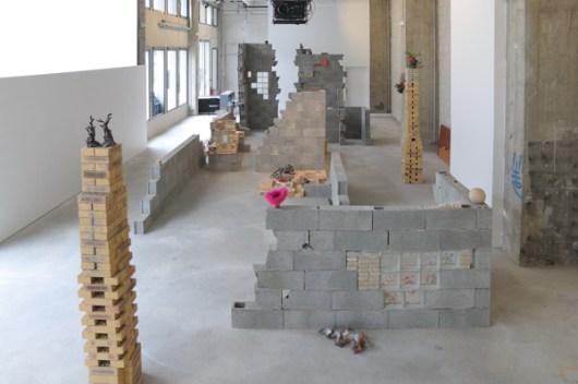 Vue de l'exposition de Sarah Tritz « Capriccio cherche comtesse », Bétonsalon - Centre d'art et de recherche, Paris, 2008. Image : Aurélien Mole.