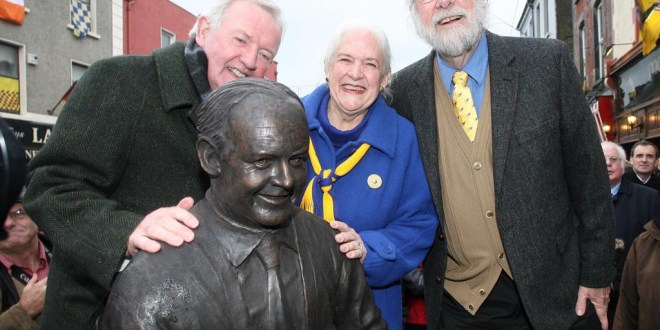 L-R Piper Liam O'Flynn with Judith and Barry Merrill at the unveiling of a statue of Willie Clancy in Miltown Malbay on Saturday.Pic Arthur Ellis.