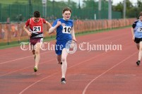 Thumbs up from Fionn O'Mara from Killanena-Flagmount as he powers to victory in the Boys U16 200m event. Photography by Eugene McCafferty