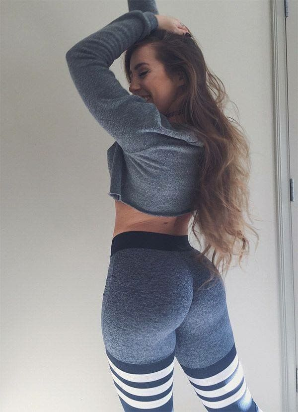 thicc girls in yoga pants