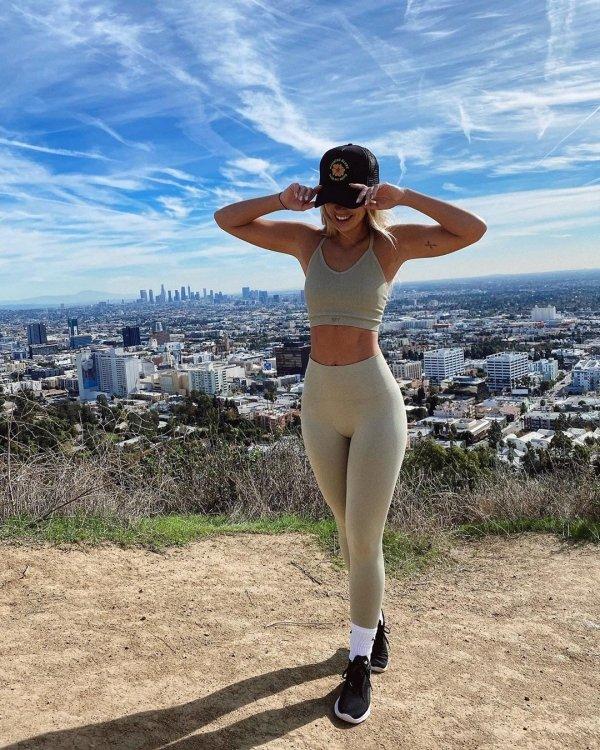 college girls in yoga pants