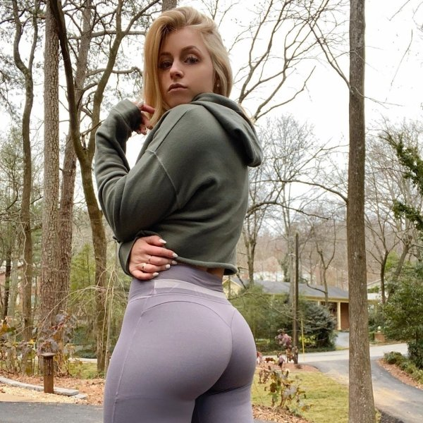 fitness girls in yoga pants