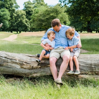 What Are The Best Clothes To Wear For Outdoor Family Photos?