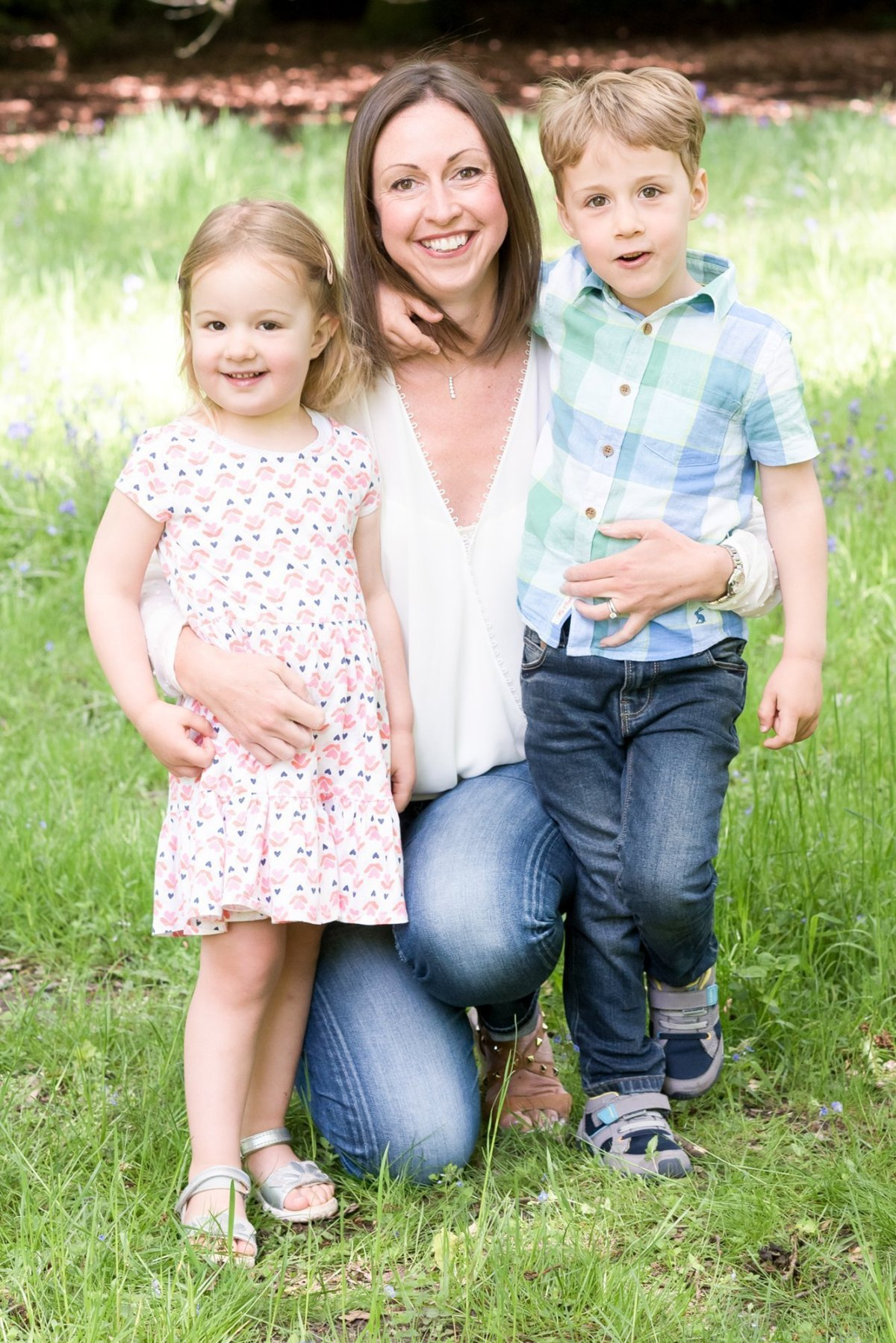 family photography outdoors in the spring