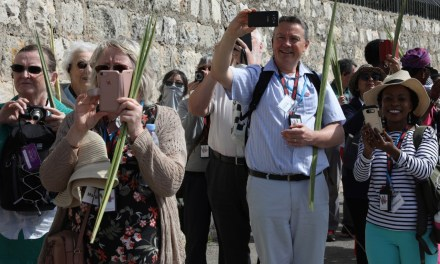 Pictures: Jerusalem Welcomes Christian Pilgrims for Start of Holy Week