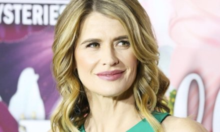 Actress Kristy Swanson not happy that teacher at son's school allegedly won't stand for pledge — and tells students they can join her