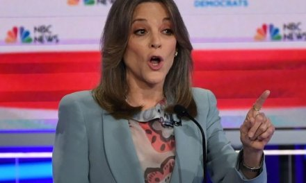 Republicans are donating to Marianne Williamson's campaign. Here's why.