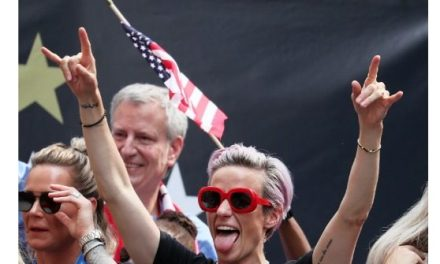 Jay Inslee: I'll Ask Megan Rapinoe To Be My Secretary of State