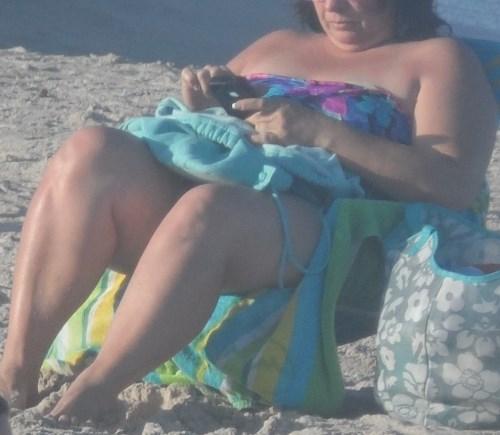 American women love cell phones