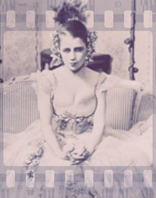 female film actress offline