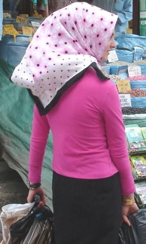 meet a girl in a Karachi market