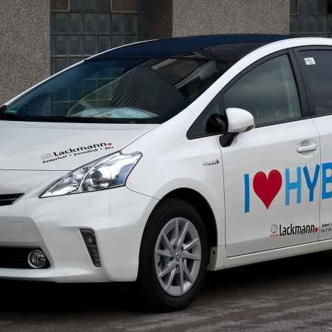 Why Aren't Hybrid Vehicles Selling?