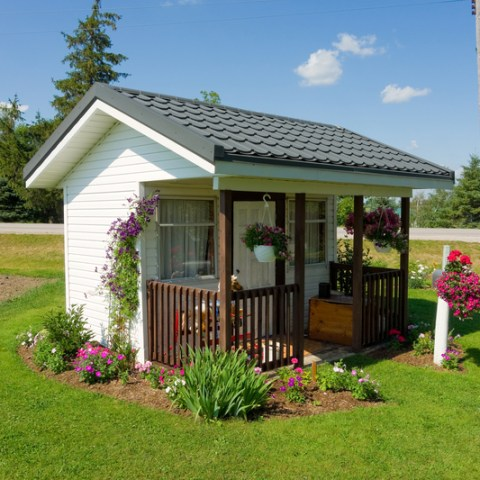 6 pros and cons to living large in a tiny house