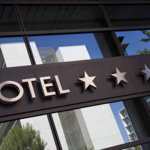 5 hotel scams to avoid