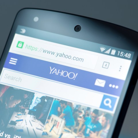 Verizon buys falling Internet star Yahoo for nearly $5 billion
