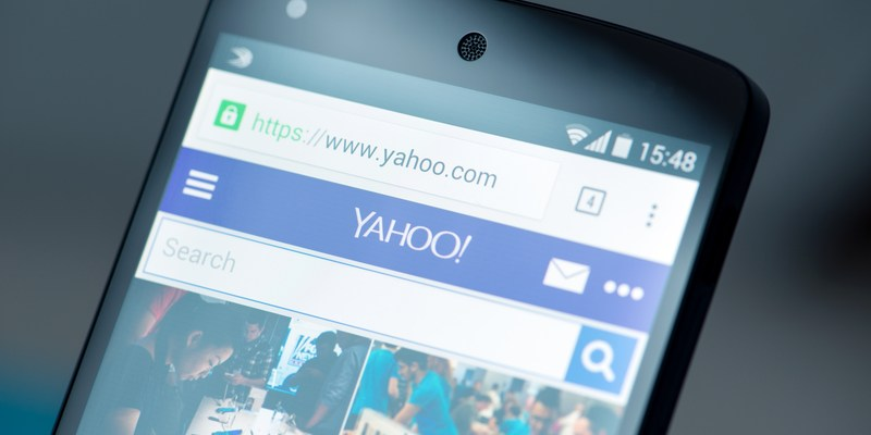 Verizon buys falling Internet star Yahoo for nearly $5 billion