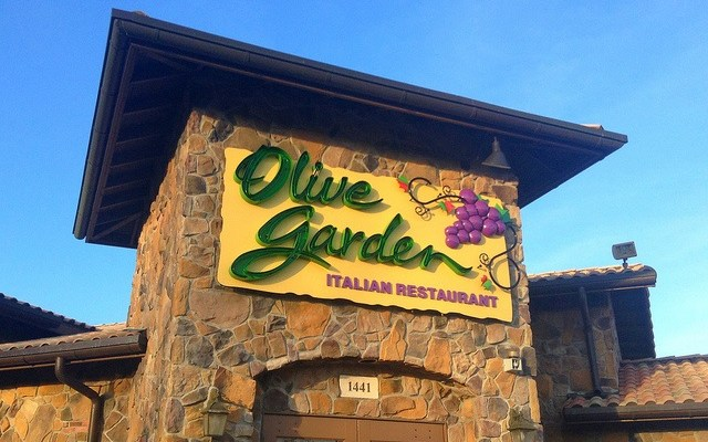 How to get 7 weeks of unlimited pasta at Olive Garden for only $100
