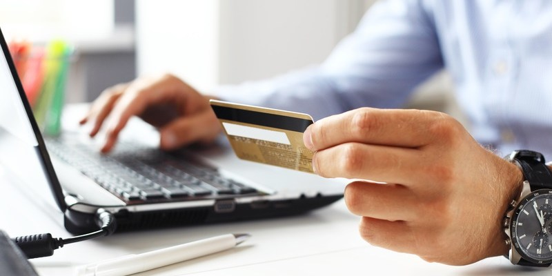 The #1 way to protect yourself from online credit card scammers