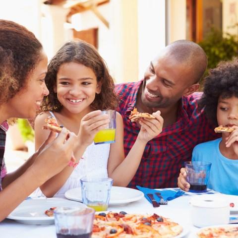 11 ways my family saves at restaurants