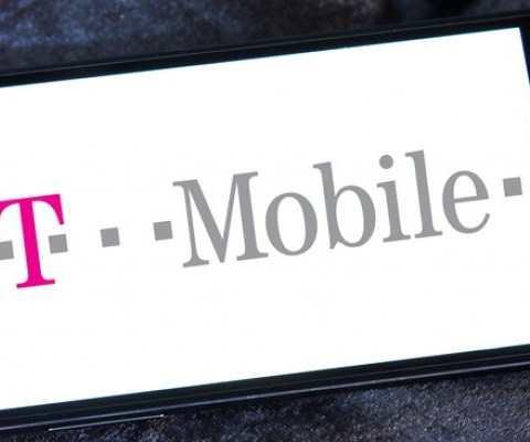 ACT NOW: T-Mobile offers two FREE lines this weekend only!