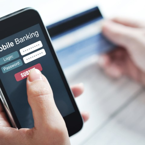 Online banking scam: This alert looks legit, but it's malware that will steal your info!