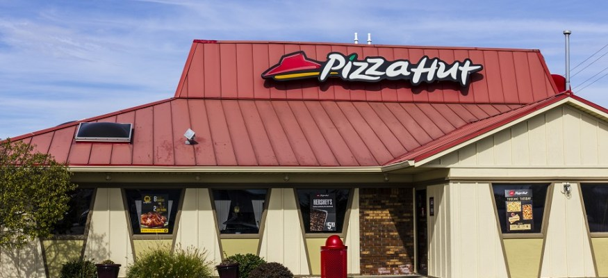 Pizza Hut is hiring 11,000 workers by Super Bowl Sunday