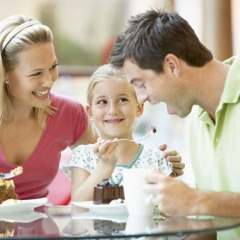 17 places dads eat for free or cheap this Father's Day!