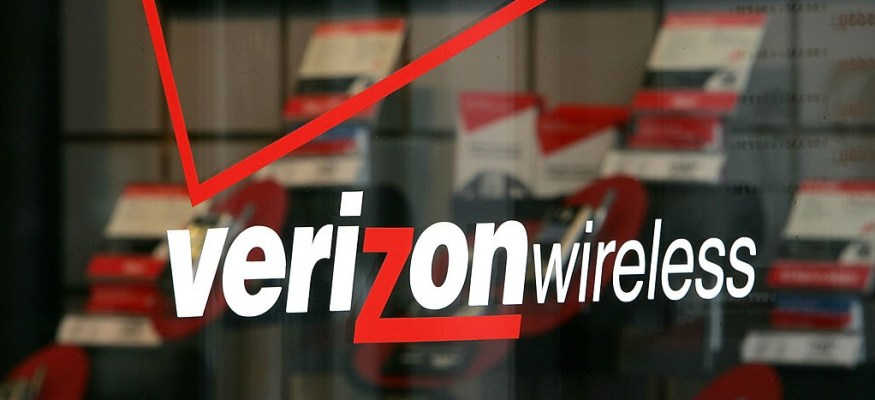 Traveling Verizon Wireless customers hit with hundreds in surprise fees