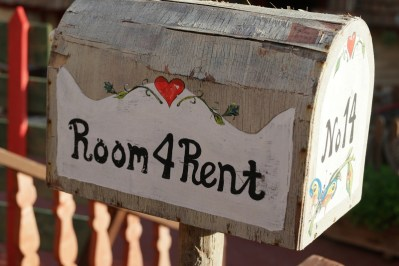 Room for rent sign on mailbox