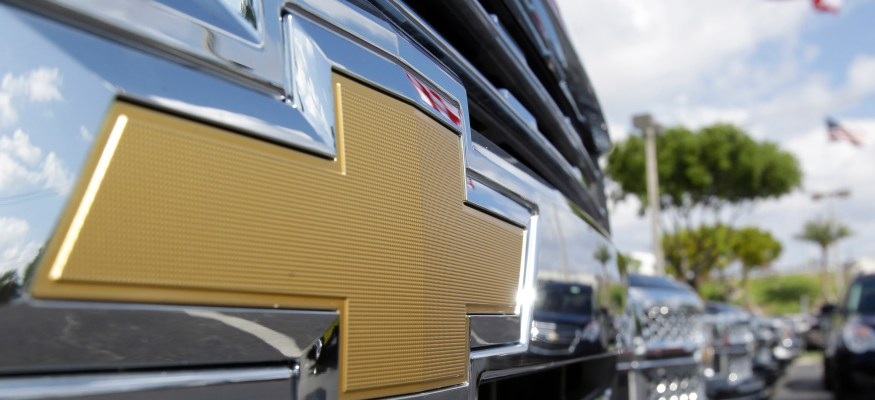GM recalls nearly 700,000 trucks for steering defect
